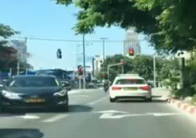 חשיפת המיזם בערוץ 10(תמונה: מכוניות ממתינות ברמזור)